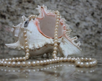 Vintage Cream Glass Pearl necklace