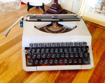 Vintage Retro Typwriter Imperial Manual Portable 1960s
