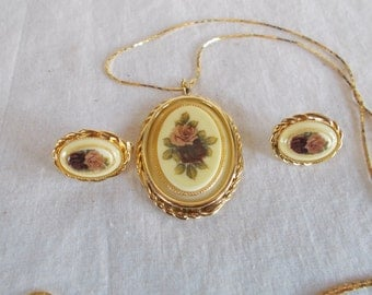 Vintage Gold Tone Rose Necklace And Clip Earrings //8