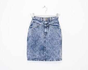high waist acid wash denim skirt / light blue jean mini pencil skirt / size 23