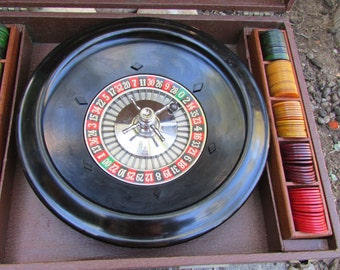 Metro Games of New York Portable Roulette Set With Bakelite handle and chips Mid Century Modern