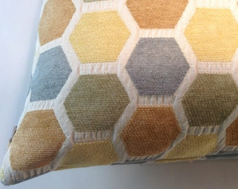 Textured honeycomb pillow cover
