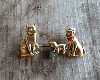 Mother and Father Cats with Playing Kitten Slider Brooch