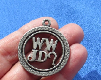 Retro WWJD Circular Camco  Metal Pendant