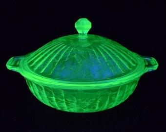 """Green uranium glass Jeannette Floral Poinsettia Covered 8"""" Vegetable Bowl"""