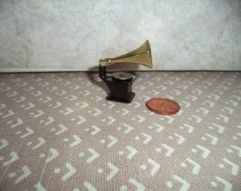 1:12 scale Dollhouse Miniature Victrolia