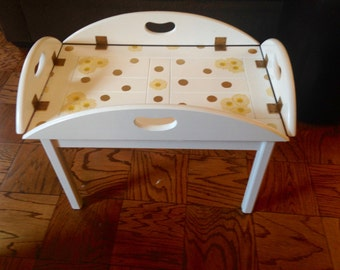 Shabby Chic Coffee Table, Decoupage Coffee Table, Daisy Coffee Table, Butler Coffee Table, Decoupage Table, White and Gold Table