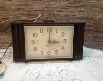 Vintage Westclox Electric Alarm Clock, Woodbriar Alarm-O-Matic, Dialite.