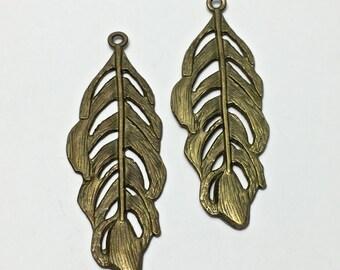 2 feather charm bronze tone 82mm #PEN 147