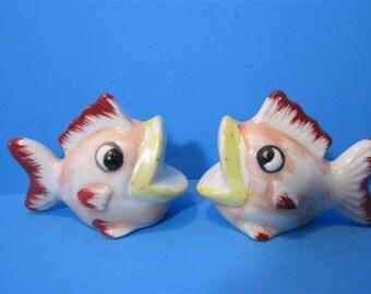 Vintage Ceramic Big Lip Mouth Kissing Fish Salt & Pepper Shakers Beach Ocean Japan   #298