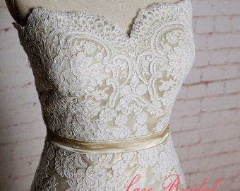Sheath Style Wedding Dress with Sweetheart Neckline Exquisite Lace Applique Bridal Gown with Champagne Underlay
