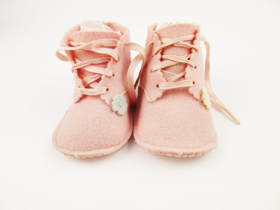 lovely pair of pink felt baby shoes 100 wool size 1