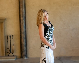 Maxi Dress in stunning graphic Black and White flower print with splashes of Gold!    Size Small