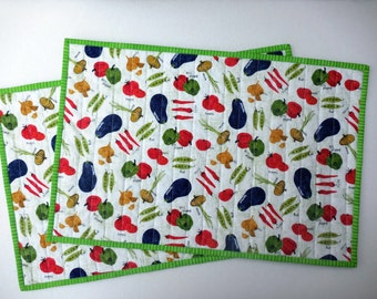 Quilted Placemat Vegetable motif, set of 2, reversible table accessory, place mat, 100% cotton fabric, kitchen vegetable design, summer