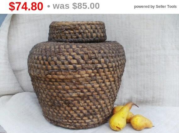 sale large african basket woven basket with lid by vintagepresents. Black Bedroom Furniture Sets. Home Design Ideas