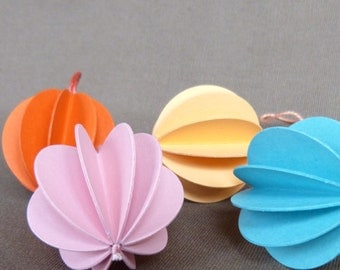 4 paper balls stained paper pendant