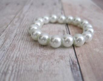 Newborn Pearl Bracelet, Pearl Baby Bracelet, Baby Girl Bracelet, Newborn Photo Prop