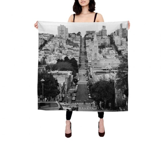 San Francisco Scarf by Dzesika Devic // Click through for a curated selection of handmade gifts for architecture lovers!