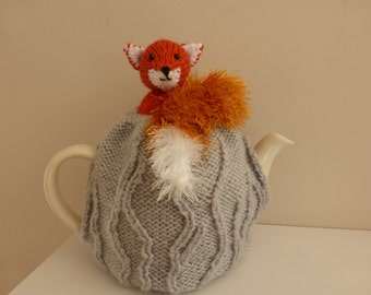 Tea cosy. Beautiful hand knitted red fox tea cosy, to fit 2-2.5 pint tea pot.