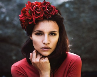 Red flowercrown roses