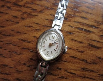 Nonworking Vintage Ladies Benrus Watch, Non Working Women's Retro, Cat's Eye, Oval,Silver Band,Manual Wind,Hand Winding,Supplies,Spare Parts