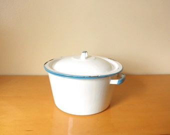 Vintage 1950's Enamel Stock Pot/ Pan-With Lid- Robin Eggshell Blue/ White - Charming, Old-Fashioned, Farmhouse, Enamel Cookware!- 4 Quart