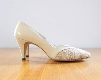 50s neutral embroidered leather heels | 6.5