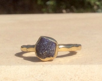 US 8.5, Raw Sapphire Ring, Raw Blue Stone Ring, Rough Gemstone Ring, Rough Sapphire Ring, Bridesmaid Jewellery
