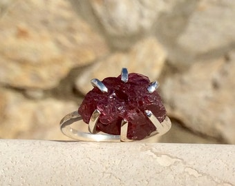 US 8.5 Raw Purple/Pink Sapphire Silver Prong Ring, Gemstone Ring, Raw Purple Sapphire Claw Ring, Raw Stone Ring, Gift for Her