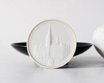 Meissen porcelain chip, Meissen Hamburg thaler, Hamburg Rathaus, German china coin