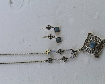 Avon vintage necklace and earrings