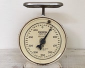 Vintage Cream Hanson Scale in Grams