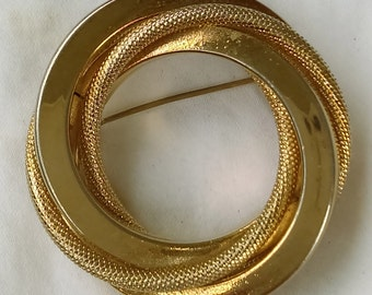 Vintage Marvella gold tone brooch with intertwined  circles
