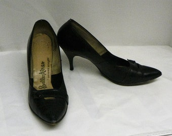 """Vintage black patent Belle-Aires pumps high heel shoes size 10 M, 3.5"""" heels pointy toes"""
