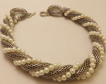 Silver Tone Mesh Faux Pearl Necklace