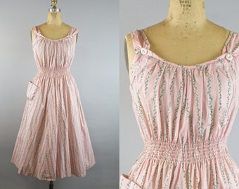 Climbing Ivy Dress / 1950s Dress / Vintage 1950s PInk Summer Dress w/ floral Print