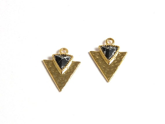 Black Gemstone Triangle Charm/ Arrow Spear Pendant with Black Marble in Anti-tarnish Gold Plating  - 2 pcs/ order
