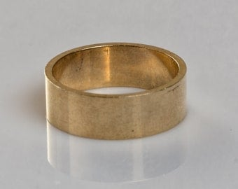 9 ct solid gold wedding ring