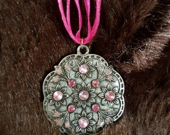 Pink jewelled disc pendant