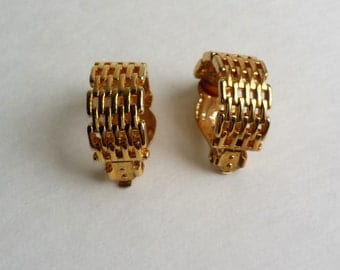 Beautiful Vintage Gold Tone Lattice Clip On Earrings