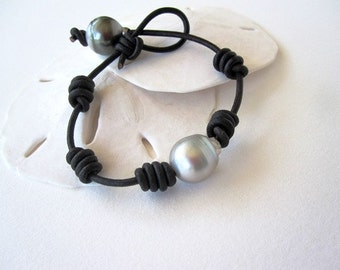 MEN'S Tahitian Pearl and Leather Bracelet - Tahitian pearl bracelet - leather and pearls bracelet - pearl bracelet - pearls leather jewelry