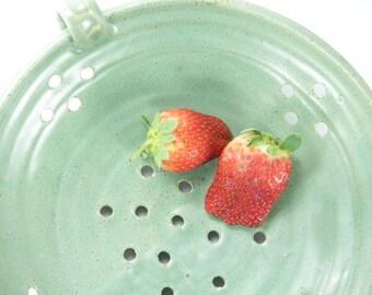 strainer bowl, Berry Bowl, fruit bowl, Ceramic strainer, ceramic colander, berry bowl colander, pottery berry bowl, ideas for christmas gift