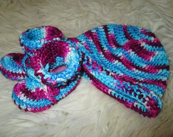 0-3m blue and pink/purple Koyun set ~ booties/slippers and hat ~ hand made crochet 100% wool