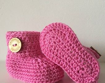 Crocheted pink baby booties - crib shoes - baby booties - girl