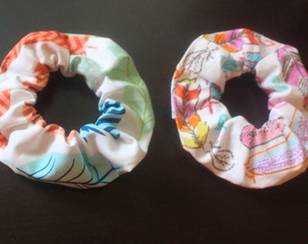 White feather print hair scrunchie/hair tie/fabric hairband