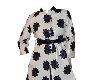 Vintage Estate Rare Bill Blass Bond Street Mod White with Black Daisies Coat