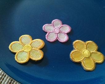 Wholesale bulk lot 50pcs flower    embroiderked iron on patch 3.2cm