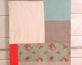 "Crib size quilt-blanket: Minis for babies ""Polka dot & aqua"""