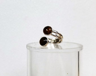 The ring is adjustable from size 7 -----9 it has 2--- 8 mm banded agates in it
