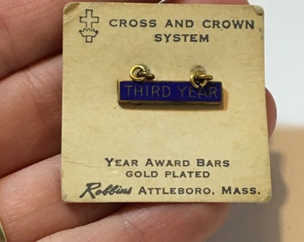 Vintage cross and crown system third year award bar